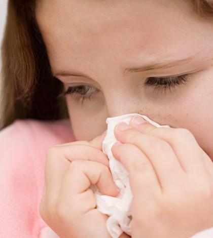 ילדה עם שפעת