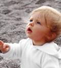 תינוק מתעניין